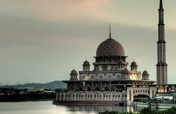 by ZameenZahari on Flickr.Masjid Putra - the principal mosque of Putrajaya, Malaysia.