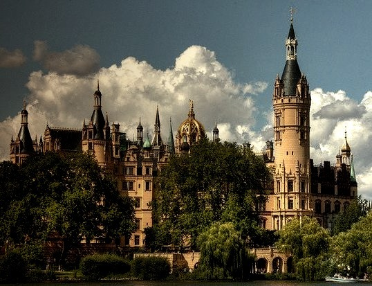 by pe_ha45 on Flickr.Schwerin Castle located in the city of Schwerin, the capital of the Bundesland of Mecklenburg-Vorpommern, Germany.