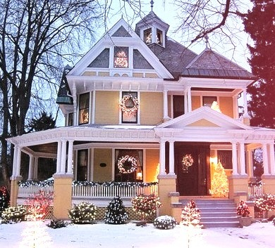 Victorian House Christmas, Pontiac, Illinois