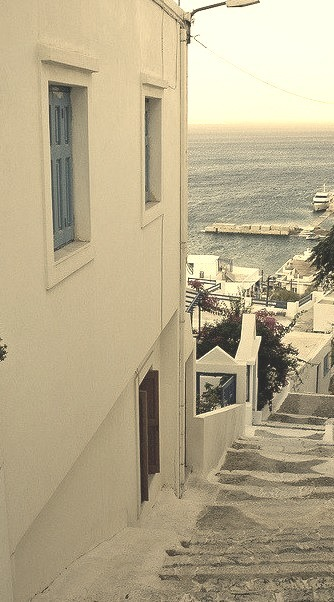A glimpse of the sea, Astypalea / Greece